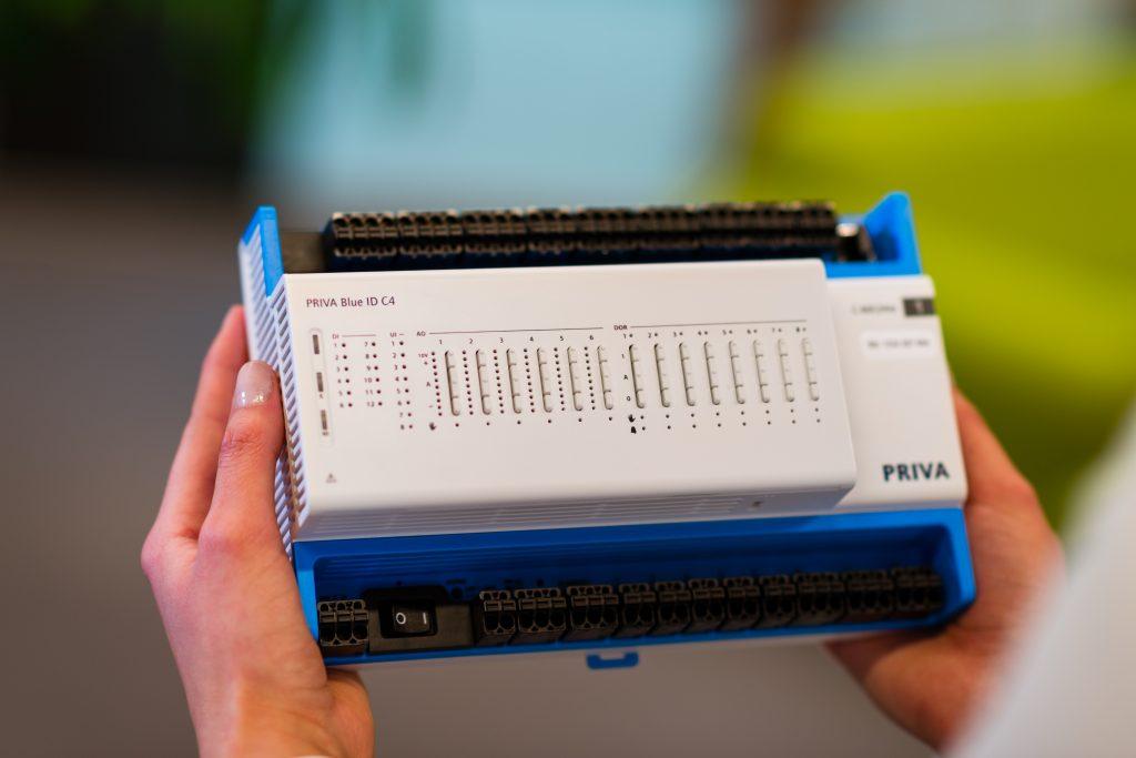 Der Priva Blue ID C4 Controller ist insbesondere für kleine und mittelgroße Installationen geeignet, etwa für B?rogeb?ude, Schulen oder Ladengesch?fte. (Bild: Priva Building Intelligence)