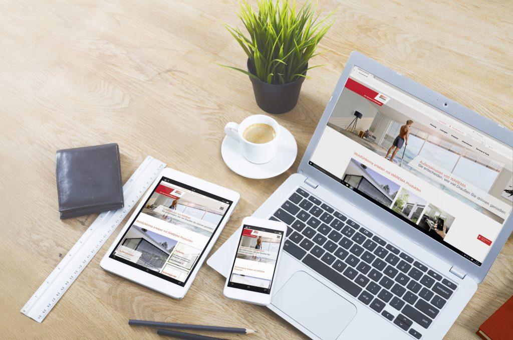 Laptop with smartphone and tablet pc on office desk. (Bild: WAREMA Renkhoff SE)