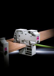 Rittal hat eine neue Generation an Leiteranschlussklemmen mit Push-in-Technik entwickelt, die ein schnelleres Arbeiten erm?glicht und langfristig wartungsfrei ist. (Bild: Rittal GmbH & Co. KG)