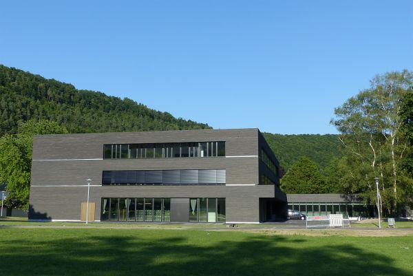 Außenansicht der Blautopf-Schule, einer Gemeinschaftsschule in Blaubeuren, Baden-Württemberg (Bild: B.E.G. Brück Electronic GmbH)