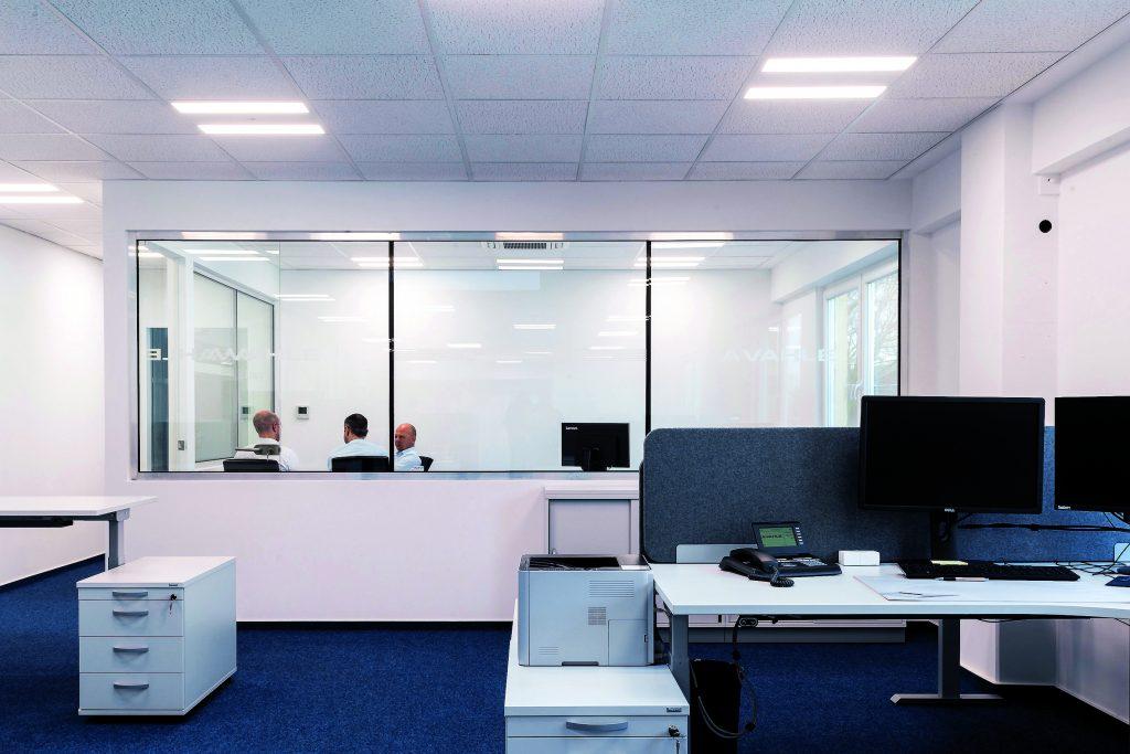 Biologisch wirksames Lichtsystem umfangreich skaliert - Vahle Büroflächen auf der ehemaligen Empore von Halle 14. (Bild: Esylux GmbH)