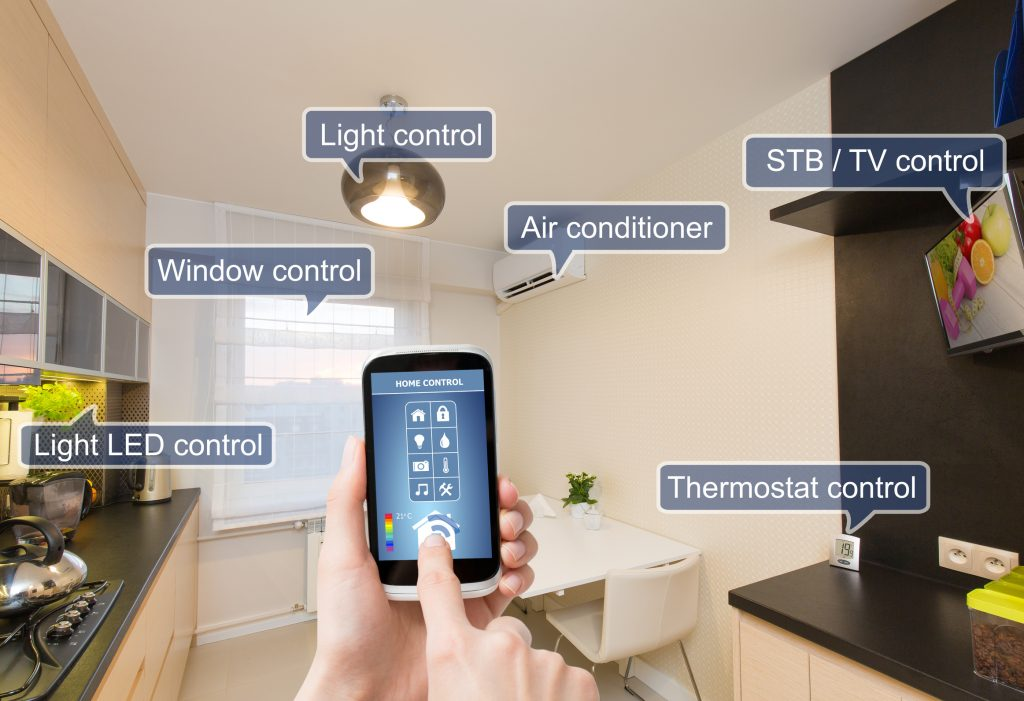 Remote home control system on a digital tablet or phone. (Bild: Unitronic GmbH)