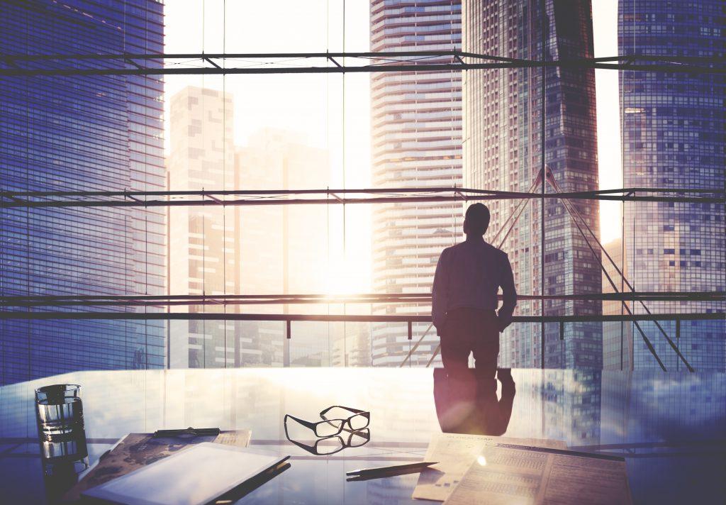 City Scape Businessman Leader Thinking Concept (Bild: EnOcean GmbH/©Rawpixel/Shutterstock.com)