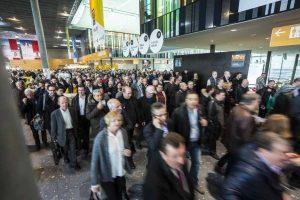 Über 60.000 Besucher werden zur Weltleitmesse für Rollladen, Tore und Sonnenschutz in Stuttgart erwartet. (Bild: Landesmesse Stuttgart GmbH)