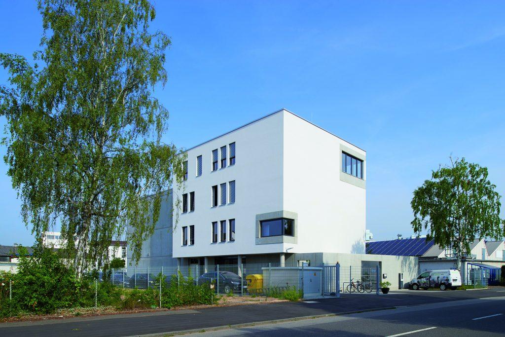 Der Neubau des Systemhauses Heidelberg iT ist mit seinem zertifizierten Wärme- und Energie- und Wärmekonzept so innovativ wie das Unternehmen selbst. (Bild: Hager Vertriebsgesellschaft mbH & Co. KG)