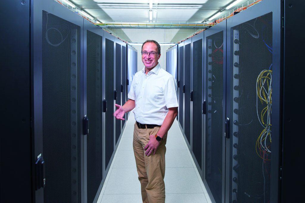 Geschäftsführer Matthias Blatz in den 'heiligen Hallen' seines Unternehmens: dem Serverraum 2 seines Systemhauses Heidelberg IT. (Bild: Hager Vertriebsgesellschaft mbH & Co. KG)