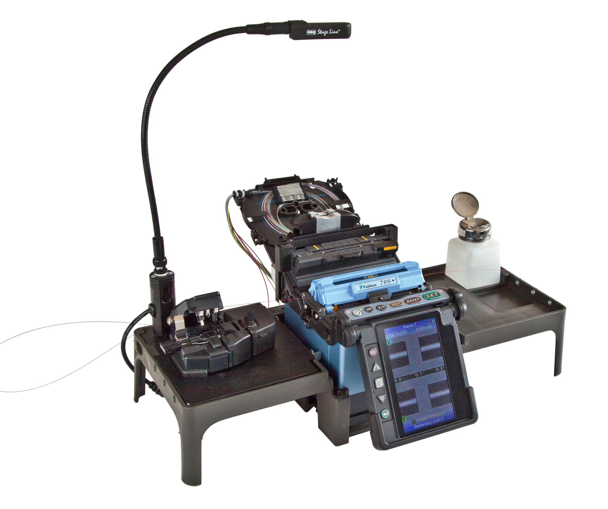 Für das Modell Fujikura 70S+ gibt es zum serienmäßigen Arbeitstisch verschiedene Halterungssysteme. (Bild: Opternus GmbH)