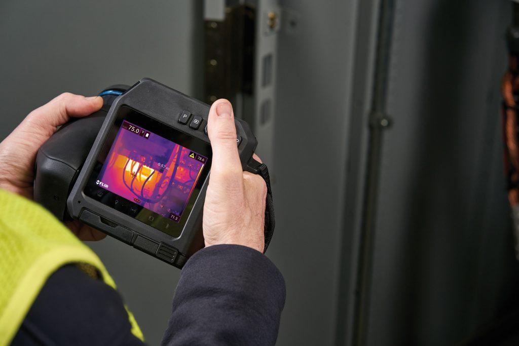 Die Kamera erleichtert die Arbeit des Thermografen durch ihre flexible Bedienung. (Bild: Flir Systems GmbH)