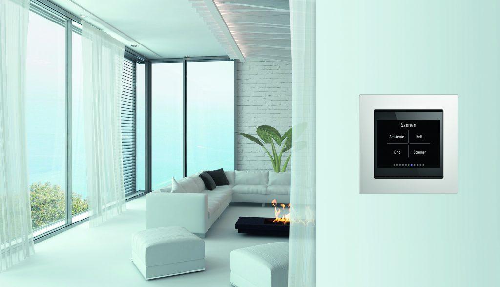 Das kompakte Touch-Display ersetzt gleich mehrere konventionelle Schalter. (Bild: Elsner Elektronik GmbH)
