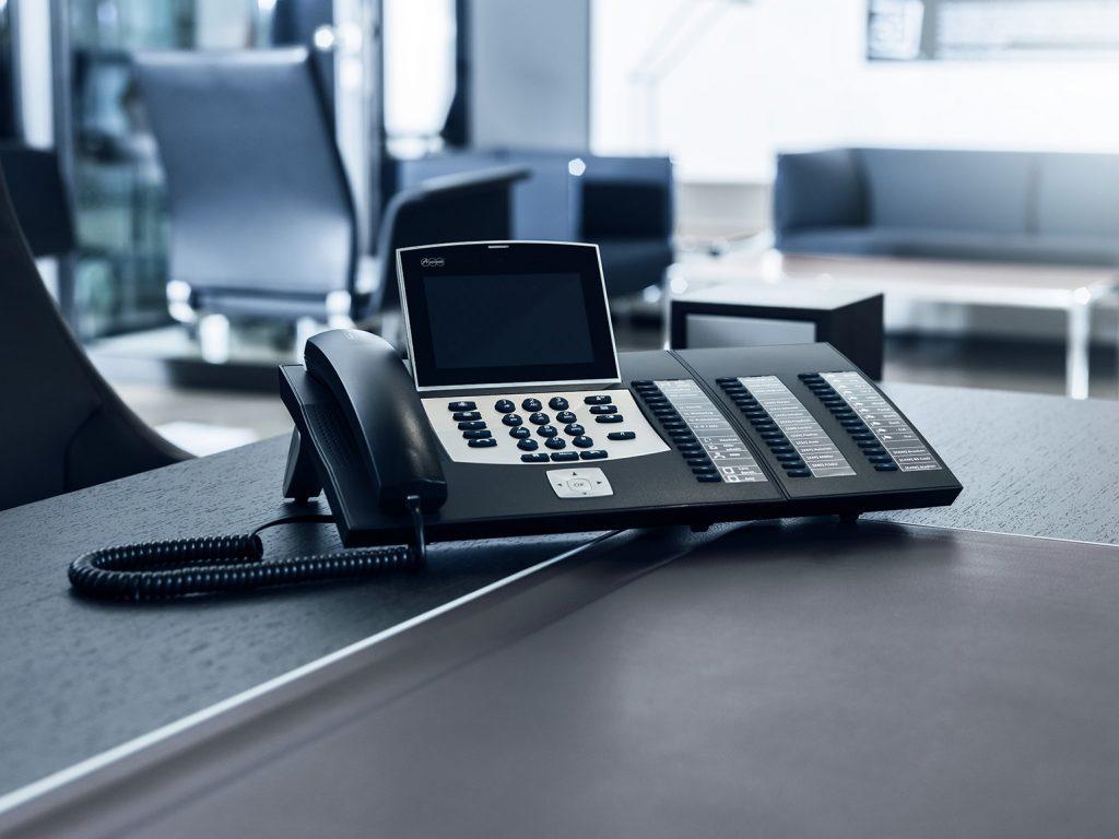 Die moderne Arbeitswelt stellt Unternehmen auch im Bereich Kommunikation vor Herausforderungen. (Bild: Auerswald GmbH & Co. KG)