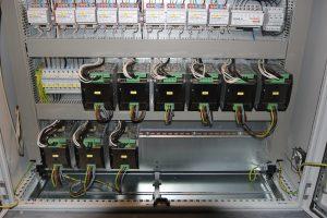 Emparro-Netzgeräte im Schaltschrank (Bild: Murrelektronik GmbH)