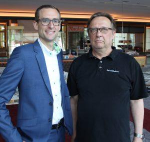 Manuel Senk von Murrelektronik (links) und Eduard Henke von Freilicht (Bild: Murrelektronik GmbH)