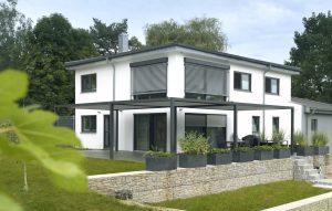 Außenjalousien, Pergolen und Rollläden werden in diesem Einfamilienhaus über Centero Home gesteuert. (Bild: Elero GmbH)
