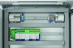 IoT-basierte Steuerungen des Typs ILC 2050 BI leiten die erfassten  Daten an das Gebäudemanagementsystem Emalytics weiter. (Bild: Phoenix Contact Deutschland GmbH)