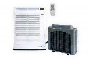 K4000 bestehend aus Inneneinheit, Außeneinheit und Infrarotfernbedienung (Bild: Alfred Kaut GmbH + Co. Elektrizitätsgesellschaft)