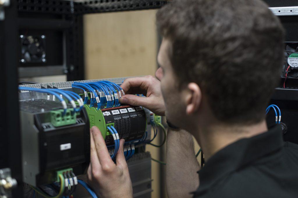 Das Modul Mico Pro eignet sich für die Stromkontrolle der Niederspannungsteile und benötigt nur wenig Platz im Schaltschrank. (Bild: ©Johan Persson/Murrelektronik GmbH)
