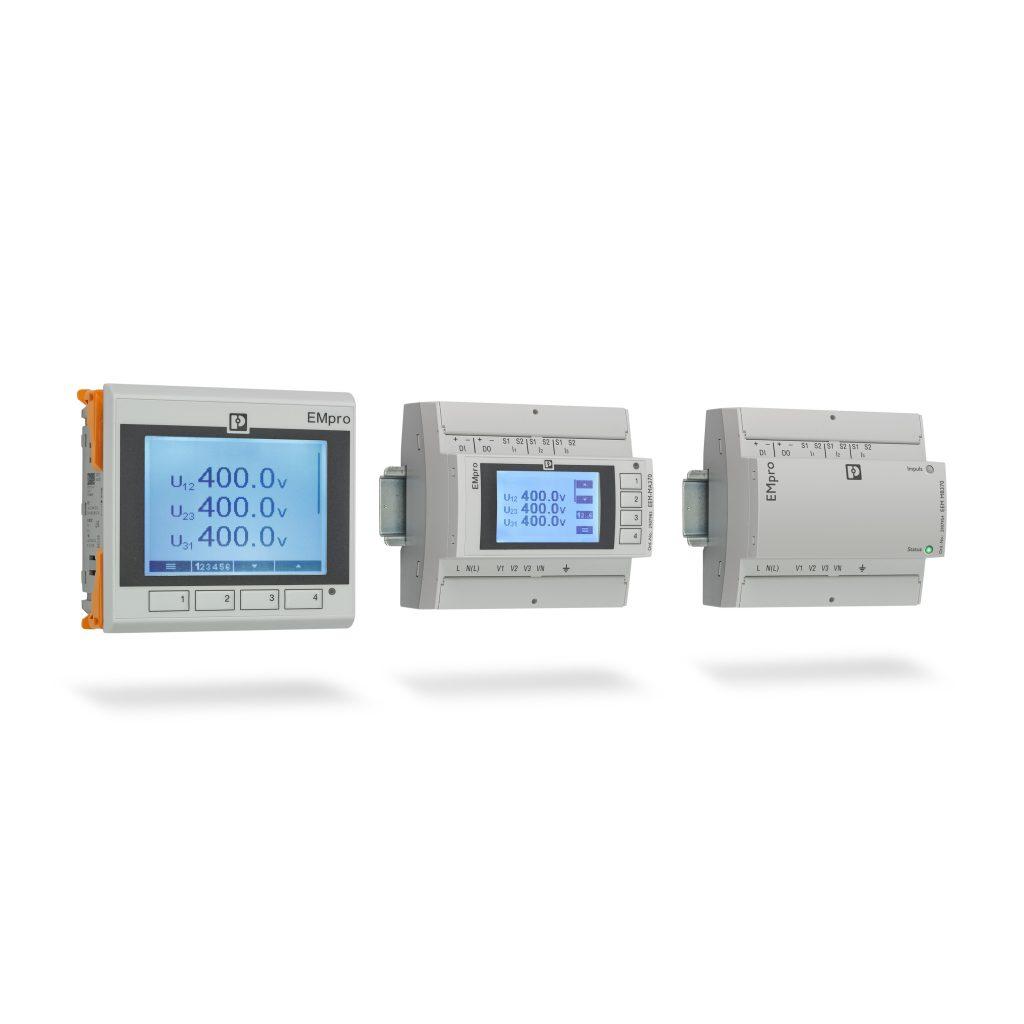 Die neue Energiemessgeräte-Produktfamilie EMpro ist für den  Fronttafeleinbau sowie die Montage auf der Tragschiene erhältlich -  entweder mit oder ohne Display . (Bild: Phoenix Contact Deutschland GmbH)
