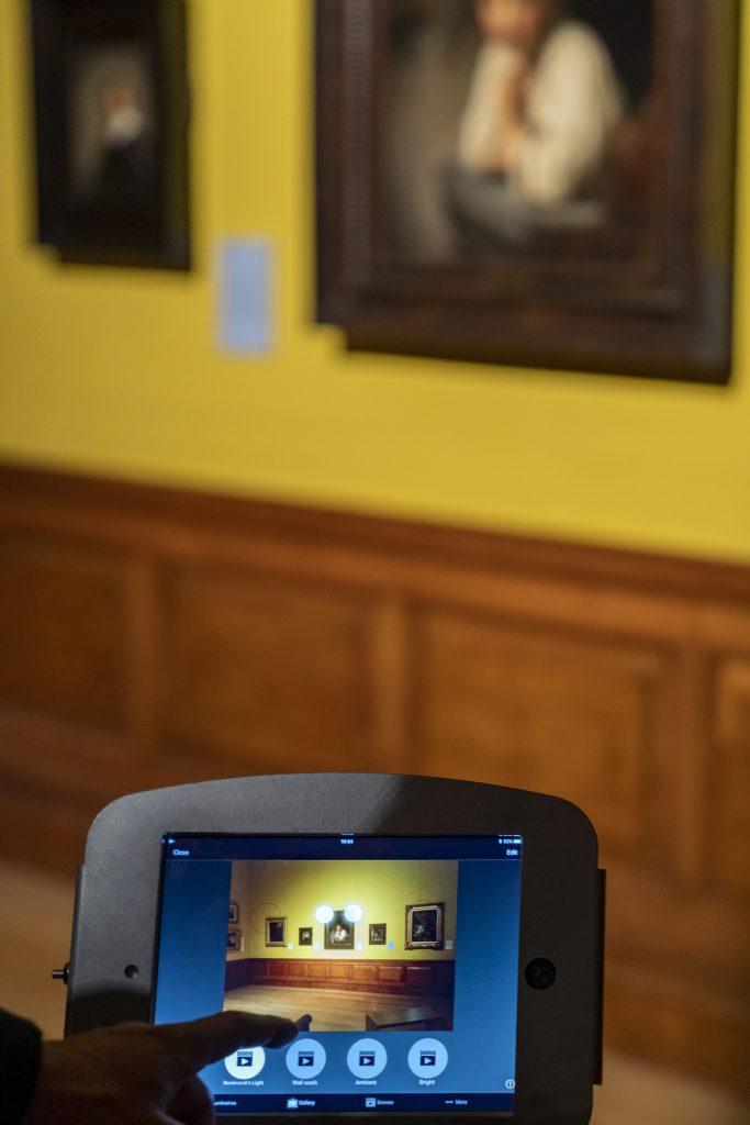 Ein modernes Update für die Dulwich Picture Gallery London: Die bestehende Beleuchtungsanlage der ältesten ergalerie der Welt wurde durch LED Leuchten mit Casambi-Bluetooth-Steuerung ersetzt. Individuelle Lichtszenen lassen sich jetzt flexibel programmieren. (Bild: Erco GmbH / Gavriil Papadiotis)