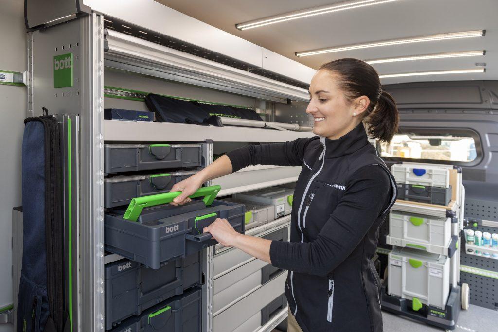 Mit dem Koffersystem Systainer3 können Kleinteile und Verbrauchsmaterial systematisch in der Fahrzeugeinrichtung verstaut werden. (Bild: Bott GmbH & Co. KG)