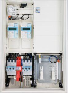 Click + Power = DEHNshield ZP Basic SG: Schmalster Kombi-Ableiter für das 40 mm Sammelschienensystem, der zudem einfach, schnell und komplett werkzeuglos zu montieren ist (Bild: Dehn SE + Co KG)
