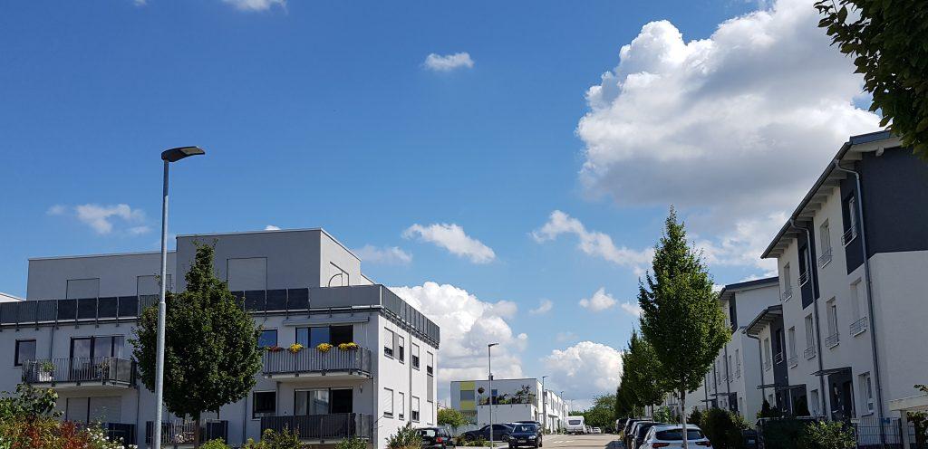 Stadtgebiet Wiesloch: Leuchten der Baureihe 48 erhellen dieses Wohngebiet. (Bild: Adolf Schuch GmbH)