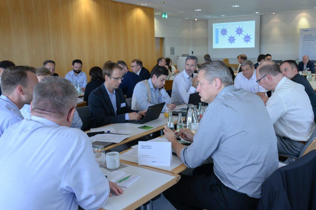 Die Automobilbranche diskutiert beim VDE-Round Table über die Zukunft der Elektromobilität