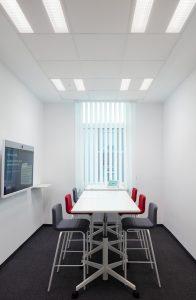 Auch in Besprechungsräumen brauchen die RWE-Mitarbeiter nicht auf biologisch wirksames Licht zu verzichten. (Bild: HG Esch)