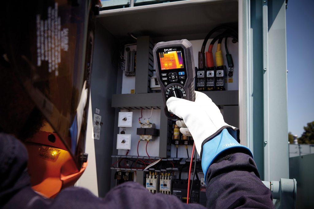 Mit Wärmekameras können elektrische Systeme gefahrlos inspiziert werden. (Bild: Flir Systems GmbH)