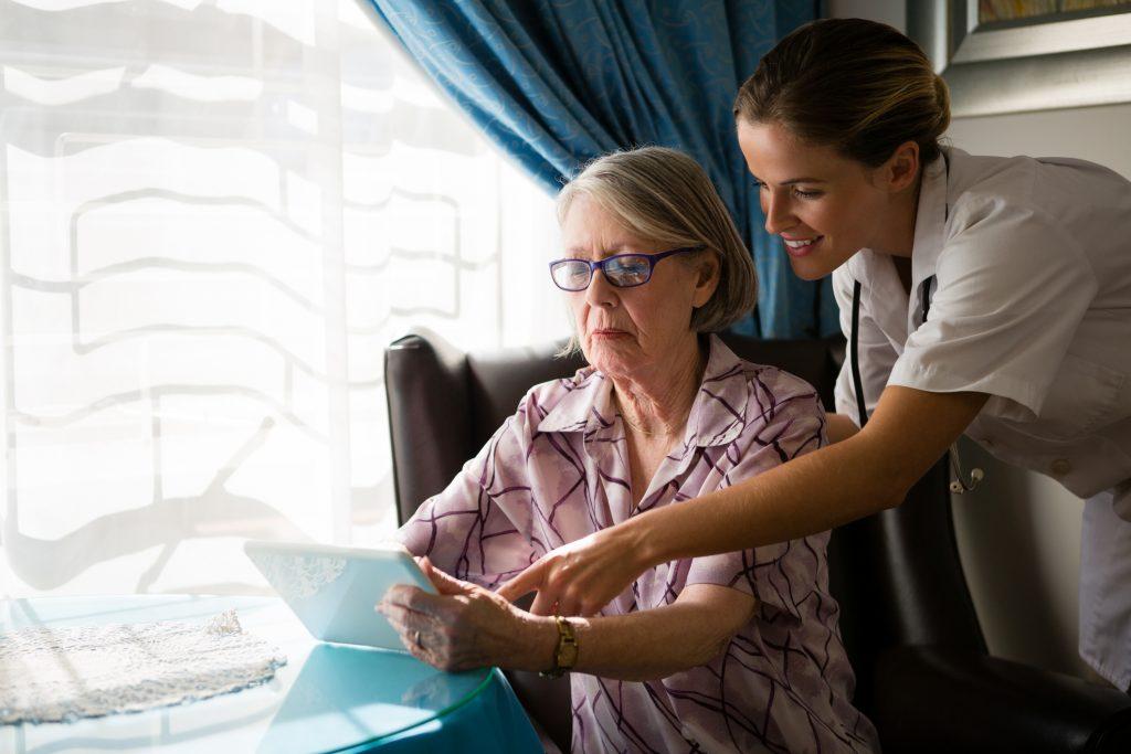Ambient Assisted Living erhöht das Wohlbefinden und die Selbstständigkeit im Alter (Bild: ©Wavebreakmedia/istock)
