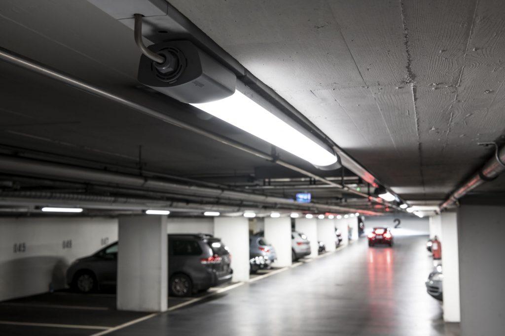 Als Intelligent-Lighting-Lösung kann die RS Pro Connect 5100 LED den Energieverbrauch auf einer Parkfläche um 92% reduzieren. (Bild: Steinel Vertrieb GmbH)
