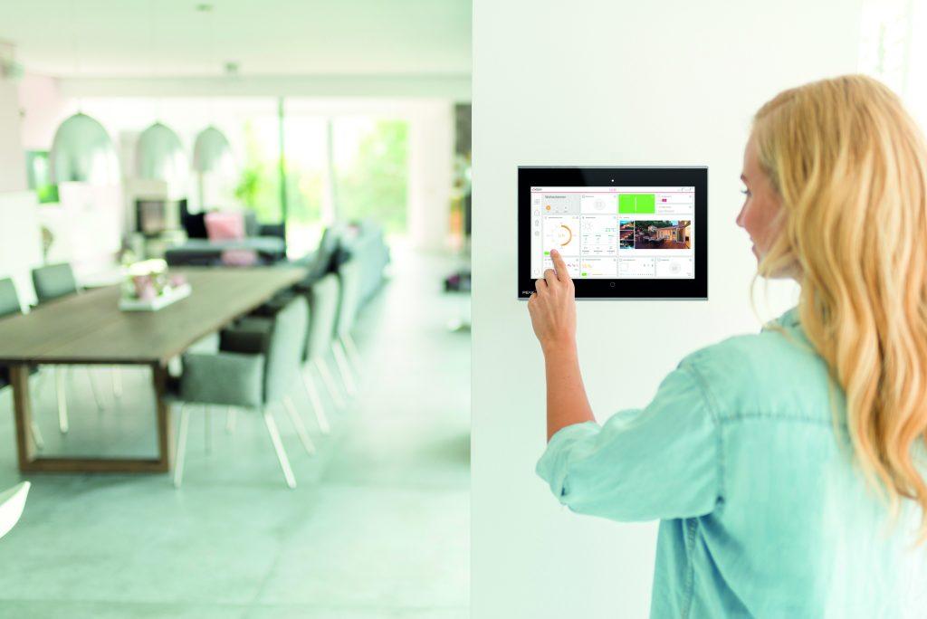 Mit Hilfe einer Visualisierung können Sie den Status Ihres Gebäudes im Blick behalten und es bedienen. (Bild: Peaknx)