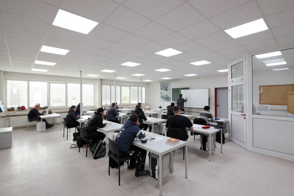 LEDVANCE Licht im Klassenraum der Keishandwerkerschaft Schleswig Schule Elektro (Bild: Ledvance GmbH)