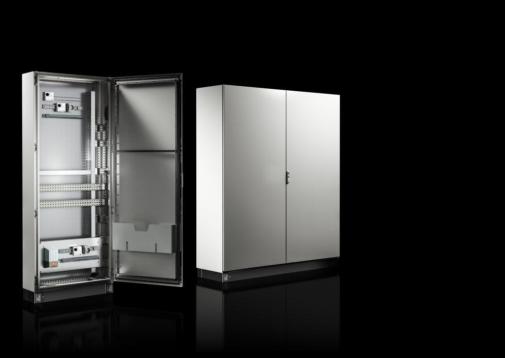Im Gegensatz zu Anreihschränken mit Rahmengestell und abnehmbaren Seitenwänden verfügt der Einzelschrank VX SE über einen Korpus aus einem Stück Stahlblech oder Edelstahl. (Bild: Rittal GmbH & Co. KG)