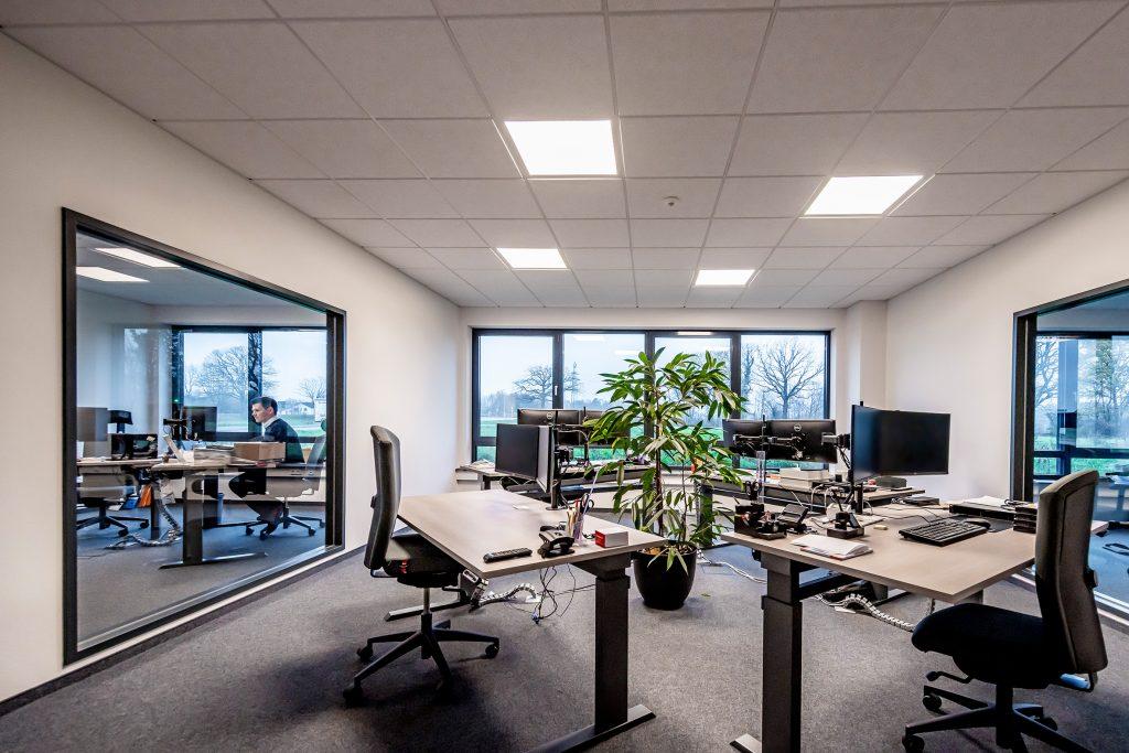 Lichtsysteme mit Esylux Light Control erzeugen durch eine adaptive HCL-Lichtregelung ein energieeffizientes Human Centric Lighting in den Büroräumen. (Bild: Esylux GmbH)