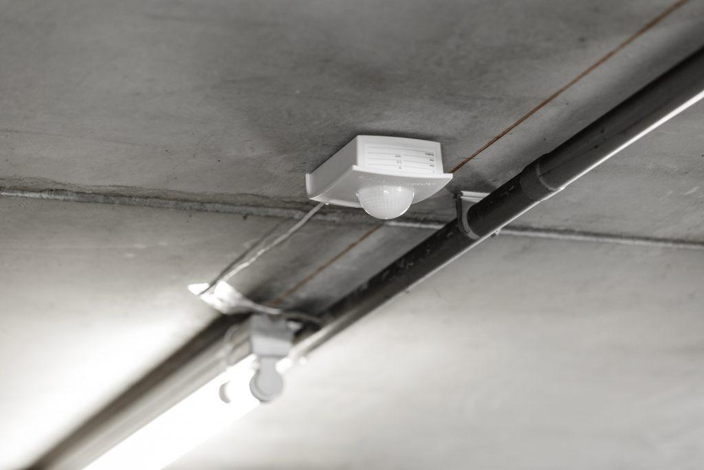 Das Messgerät ProLog ermittelt konkrete Einsparpotenziale bei Energie-, Leuchtmittel- und Servicekosten sowie CO2-Emissionen anhand des Nutzerverhaltens und der Lichtverhältnisse vor Ort. (Bild: STEINEL Vertrieb GmbH)