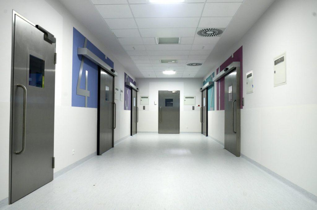 Höchsten Hygieneansprüchen entspricht das Children's Memorial Health Institute Warschau durch Tür und Sicherheitslösungen von GEZE. (Bild: H. ?ukasz Janicki / Geze Polska)