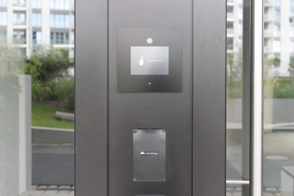 Video-Sprechanlage aus dem Hause SKS-Kinkel in Kombination mit dem digitalen Zugangssystem des Unternehmens Sensorberg im Wohnensemble Gleis Park (Bild: Sensorberg)