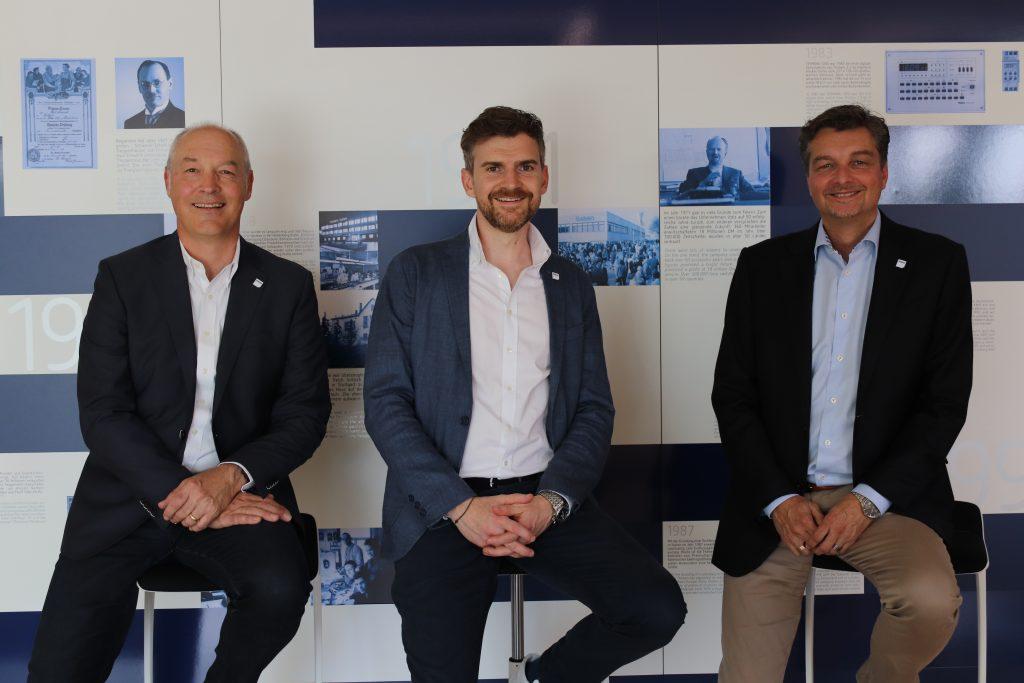 (v.l.n.r.) Die Vorstände der Theben AG: Thomas Sell (Vorstand Vertrieb), Paul Sebastian Schwenk (Vorstandsvorsitzender) und Michael Matthesius (Vorstand Technik) (Bild: Theben AG)