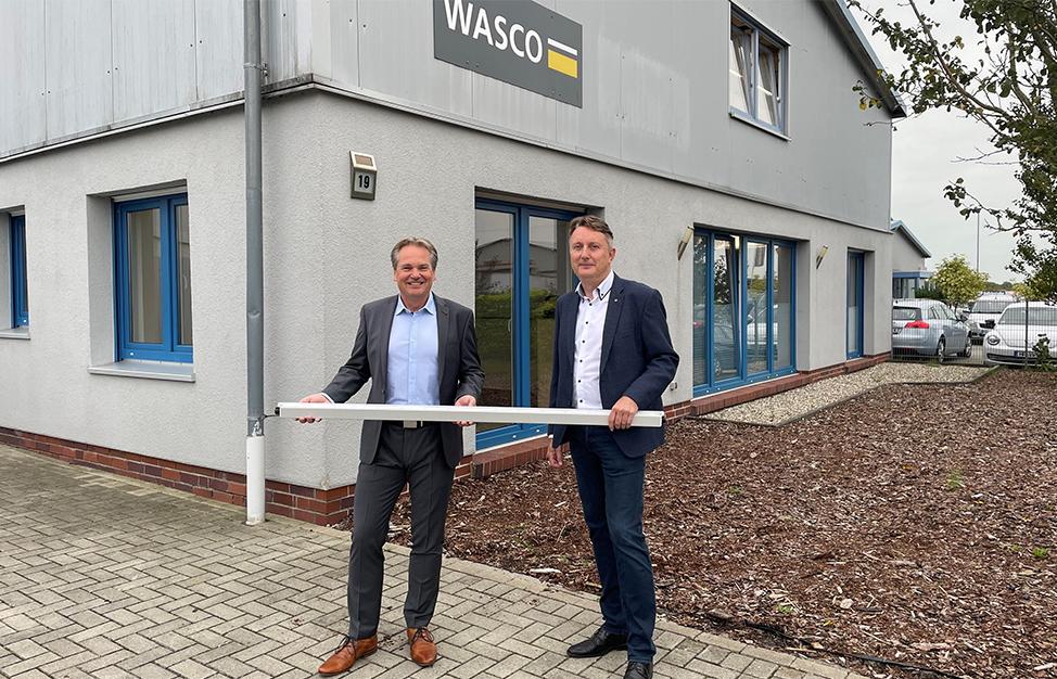 (von links): Thomas Zahl, Geschäftsführer Glamox Deutschland und Friedrich Habben, Gründer der Wasco GmbH