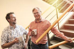 Martin Gren, Mitbegründer von Axis Communications (rechts), und Axis-Ingenieur Carl-Axel Alm (links) entwickelten gemeinsam die Idee für die erste Netzwerk-Kamera. (Bild: Axis Communications GmbH)