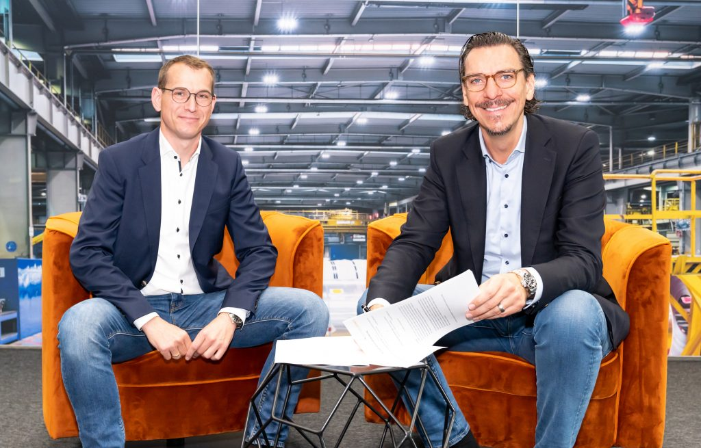 Kooperationspartner: Axel Fischer, Geschäftsführer der Fischer Akkumulatorentechnik GmbH und Alexander Hahn, Gründer und CEO der Deutsche Lichtmiete AG (v.l.n.r.) (Bild: Deutsche Lichtmiete AG)