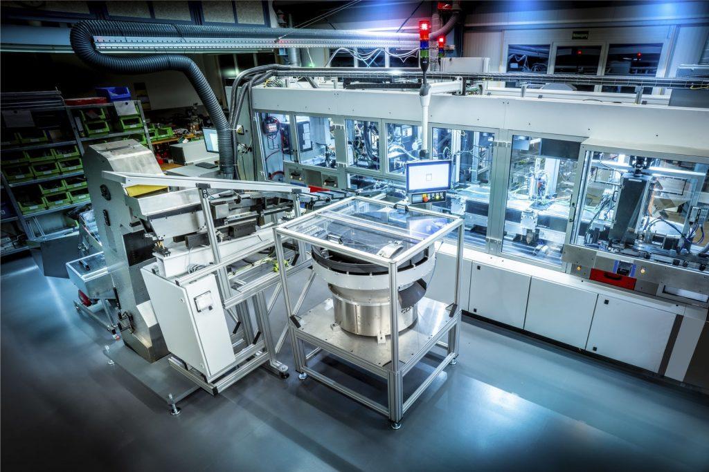 Auf der erweiterbaren Montageanlage von K&S werden seit Anfang 2020 Produkte für die Medizintechnik in verschiedenen Varianten montiert.
