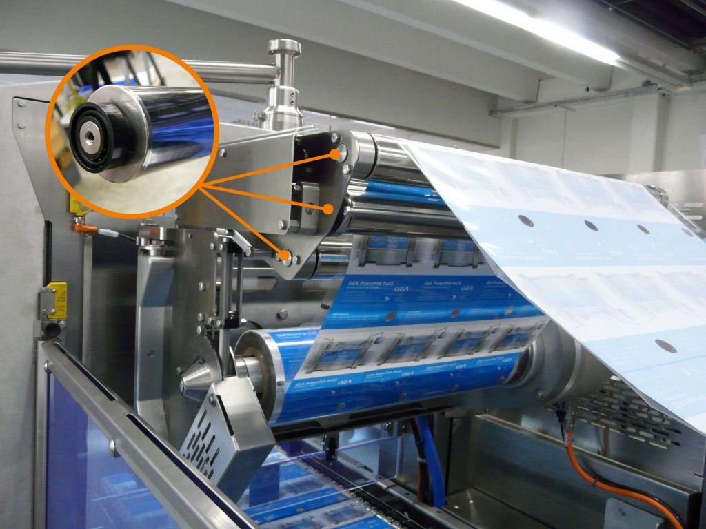 In den hygienisch gestalteten Folienumlenkrollen kommen xiros F180-Kunststoffkugellager zum Einsatz.