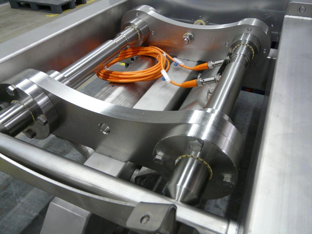 Die wartungsfreie automatische Bahnkantenregelung mit Drylin Trapezgewindemutter und Drylin R-Linearfolien schafft die Voraussetzung für die Verarbeitung diverser Folienqualitäten.