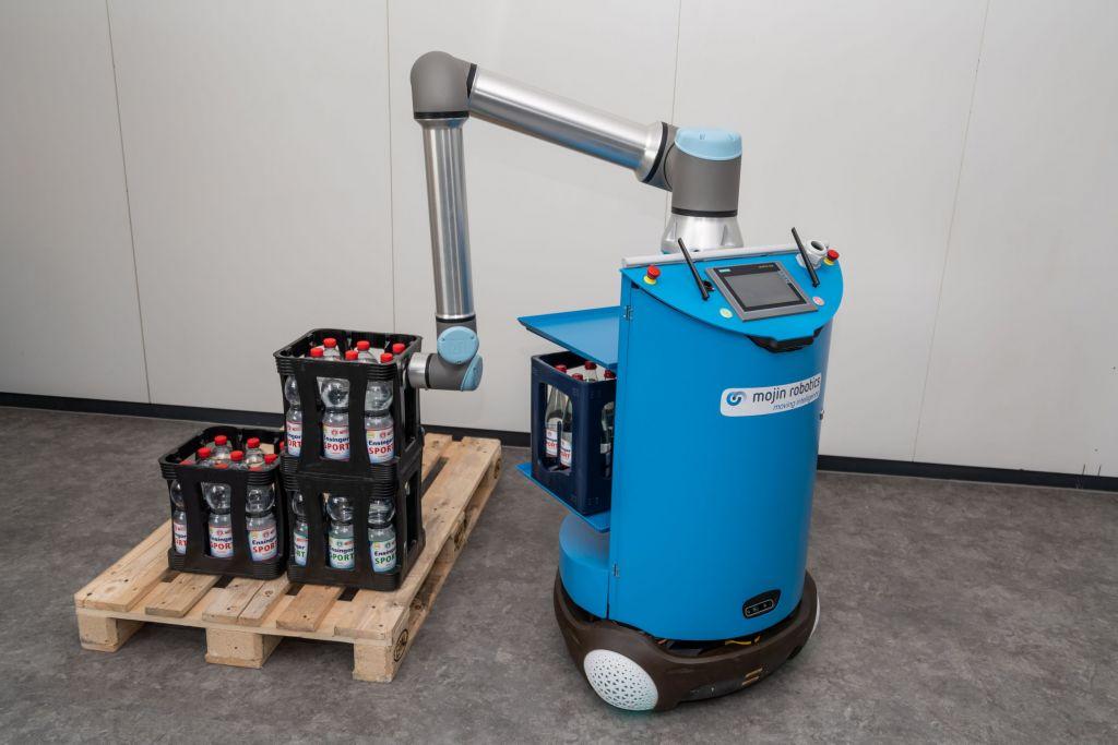 In einem der geförderten Projekte des KI-Innovationswettbewerbs entstehen beispielsweise  Technologien für das roboterbasierte Greifen von Getränkekisten.