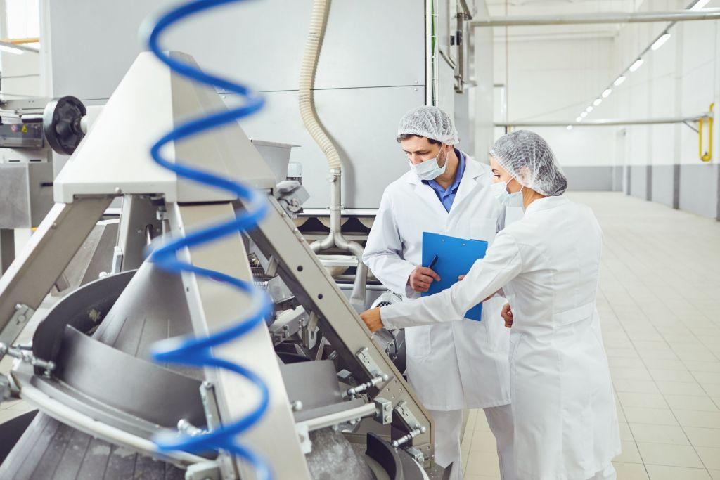 Eine wesentliche Änderung erfordert vom Betreiber der Anlage eine neue Konformitätsbewertung gemäß der Maschinenrichtlinie samt der aktualisierten (Hygiene-) Risikobeurteilung.