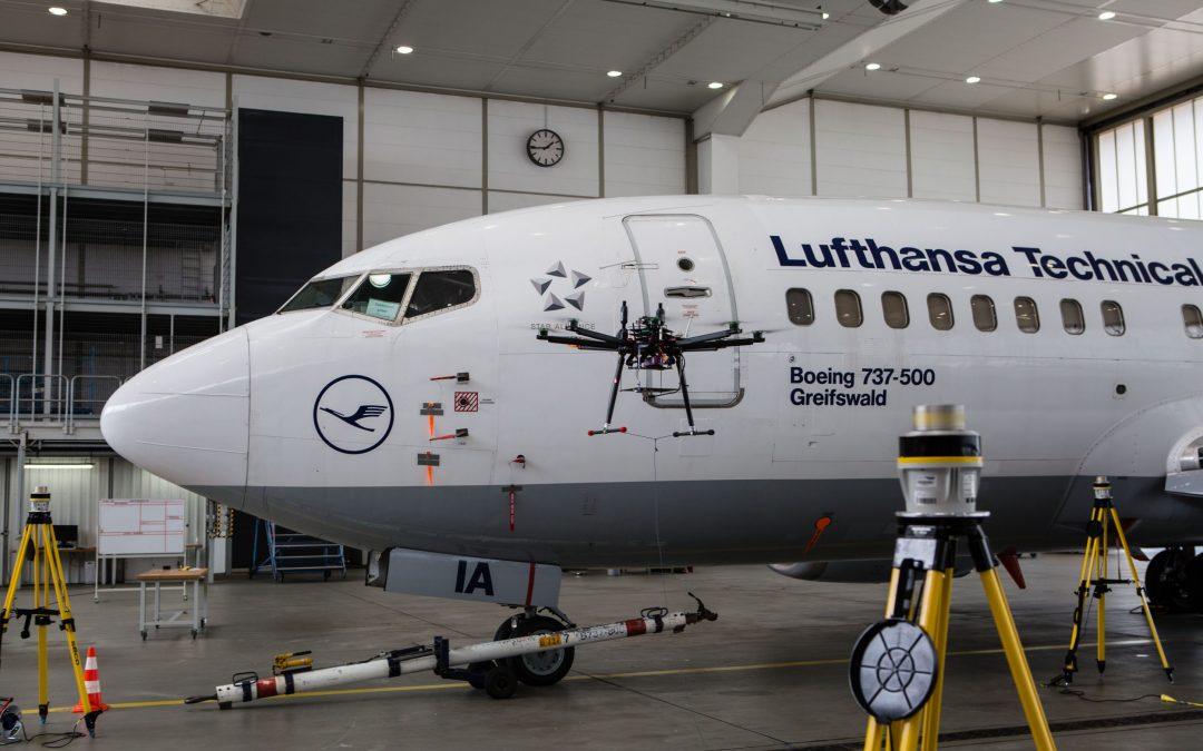 Automatische Inspektion von Flugzeugoberflächen mit Drohnen