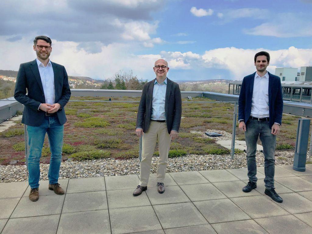 Ersatzteilmanagement neu gedacht. Auf dem Foto v.l.n.r.: Dr. Lukas Biedermann, Sparetech, Dr. Bernd Voelpel und Stephan Hihn, Leadec.