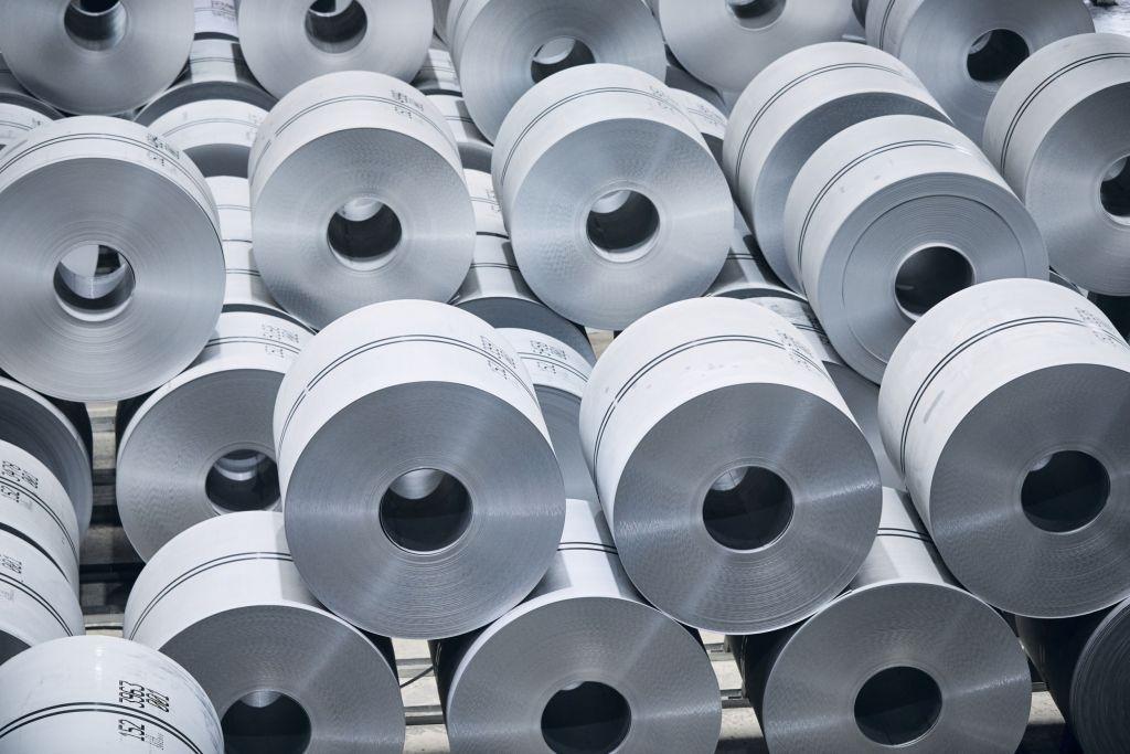 Die in der Kontibeize 2 der Salzgitter Flachstahl GmbH verarbeiteten Coils sind bis zu 1,8km lang und 32t schwer. Das IIoT-Ökosystem Netilion liefert dort eine Übersicht über die verbauten Messgeräte.