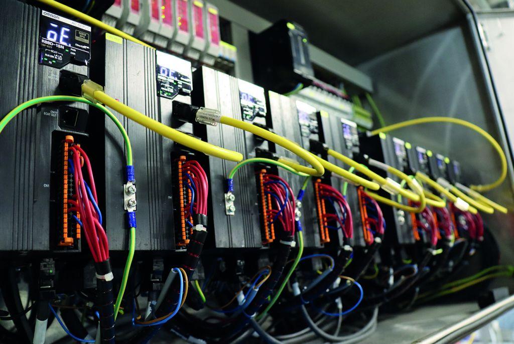 Im Zuge des Retrofit wurde von Staveb Automation auch ein neuer Antriebsschaltschrank in der Eiscremeproduktion bei Midor installiert.